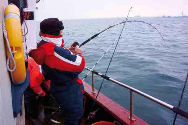 Torskefiskeri med agnfisk og let grej er super spændende.