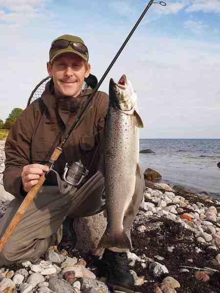 Magnus med hans pr-fisk. En fin efterårsfisk på den rigtige side af to kilo.