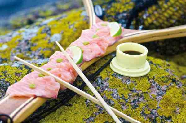 Sashimi smager fantastisk, men for at undgå parasitter, er det en god idé at nedfryse fisken, inden den tilberedes og spises »rå«.