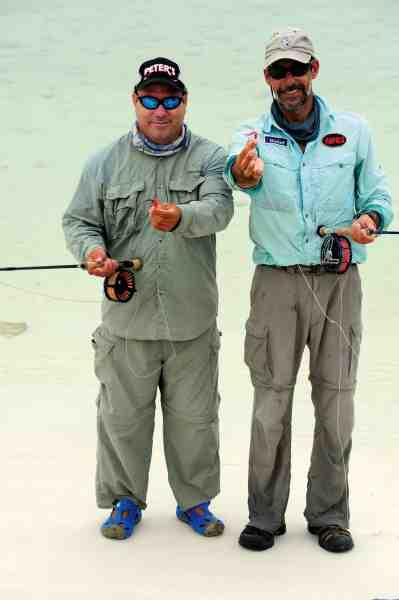 The Tarpon Twins, Samuel og Eulises, guiderne bag tarponfiskeriet på Santa Maria.