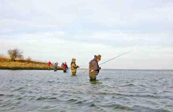 Man står ofte meget tæt når man fisker Lossepladsen. Til gengæld bliver det også ofte belønnet!