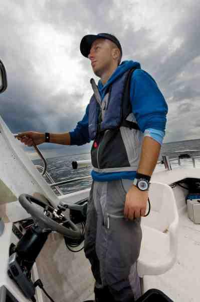 Lars Nielsen fisker som en gal – og arbejder til daglig med marineelektronik. Her er han på vej mod nye torskebuler i Øresund med det lette vertikalgrej.