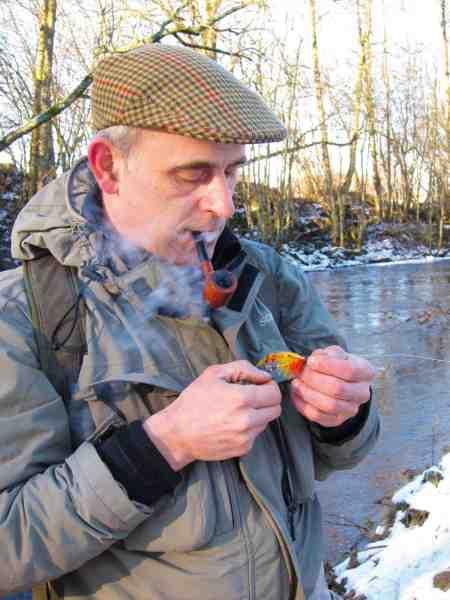 Per Ohlson binder klassiske fluer – hans foretrukne flue til Hossmoån er en Orange Parson.