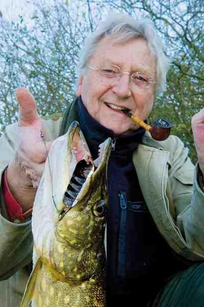 Kurt elsker at fiske mosegedder – og gennem tiden er det blevet til mange fisk med flere over de 10 kilo. Her er han med en fin Vestjællandsk fisk fra efteråret 2013.
