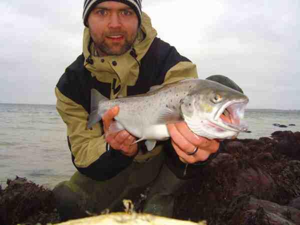 Simon Gad med en god blankfisk, der var resultatet af en god dag på Enebærodde.