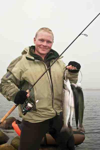 Fisk og Fri's Casper Larsen med en fyldt galje. Gulpen har igen leveret varen.