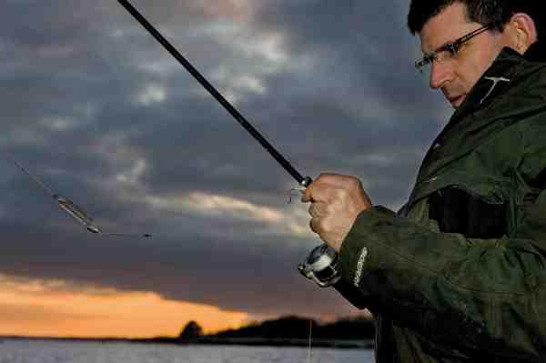 Selvom det tager et par sekunder ekstra at checke fluen efter hvert kast, vil det ofte tjene sig hjem i form af flere hug og færre mistede fisk, fordi der er snask på fluen eller fluen er hægtet op.