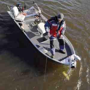 Magnus Marine har specialiseret sig i at toptune alubåde til moderne søfiskeri. Her er det Magnus Marine BB 445 – fuldt ekviperet med alt fra downriggere og den seneste nye marineelektronik til flysæder og frontmonteret elmotor.