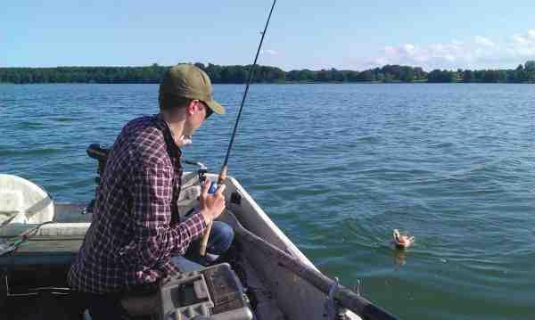 Sandartpremiere på Tuel Sø er ofte en givtig sag. Fiskeriet foregår altid fra båd.