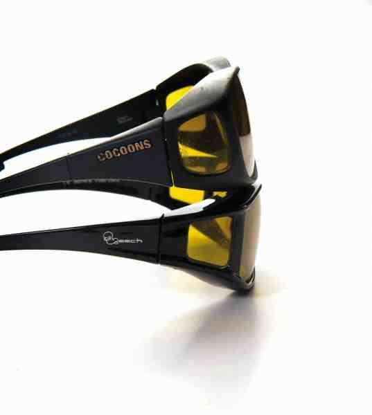 Cocoon og Leech er blandt de bedste briller, når der skal være plads til ens normale briller indenunder. Bemærk den gode afskærmning langs siderne, der dæmper generende reflekser fra siden.