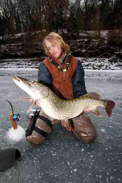 Jakub har fanget masser af store isgedder – også hjemme i Tjekkiet, hvor dette foto er taget.