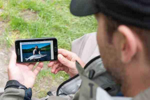 I denne digitale tid er det blevet noget nemmere at føre fangstjournaler med billeder osv. – et simpelt regneark på telefonen klarer nemt det hele. Desuden har man mulighed for at tjekke diverse laksebørser og sammenligne fangster med andre lystfiskere.