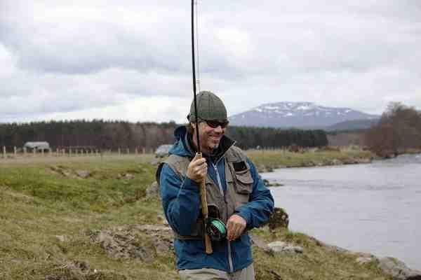 Artikelforfatteren, Jan Delaporte med flekset klinge. Noget der kan plante et smil på enhver fiskesulten laksefisker.
