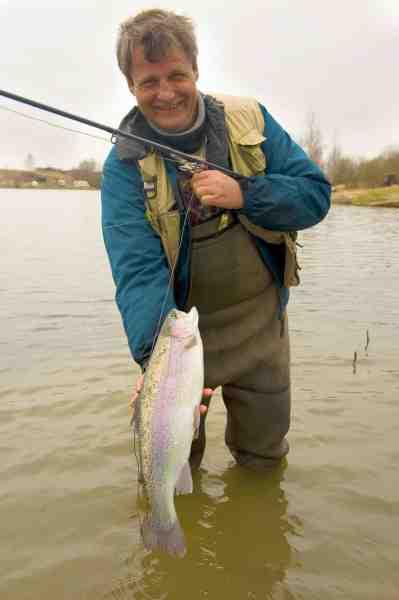 Jan Dehli er top fokuseret når han fisker, hvilket resulterer i at han meget ofte er en af dem der fanger mest ved P & T søen.