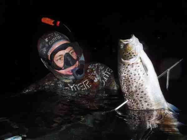 Harpunen blev denne fine havørreds skæbne. Husk at holde måde – og kun tage de fisk, du har brug for.