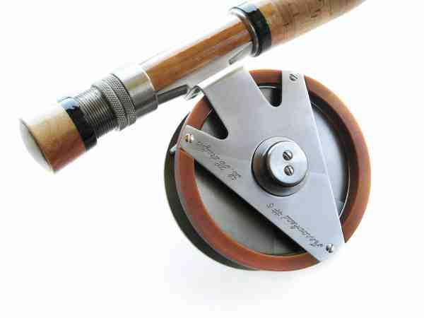 Cumstom-bygget titaniumhjulholder med lamineret mellemstykke, kombineret med at Sapphire hjul med en specialbygget spole. Rent håndværk i mesterklasse.