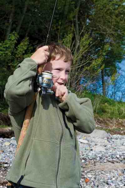 Max i fuld færd med at hive dagens første hornfisk i land.