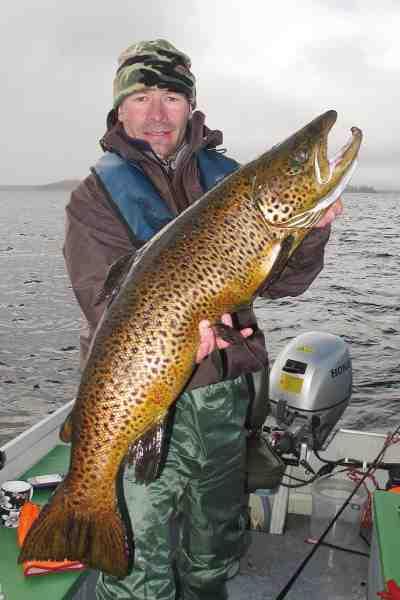 En 10 kilos ferox ørred som denne kan nok få fiskeiveren til at stige et par grader hos de fleste.