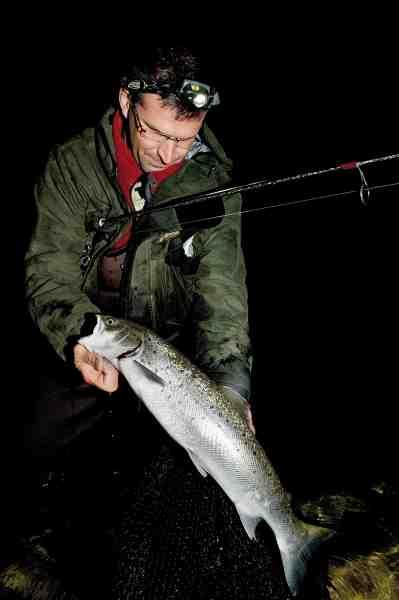 Denne fine blankfisk lod sig lokke af en oliven/hvid Hugorm, der kaster eminent i forhold til størrelsen.