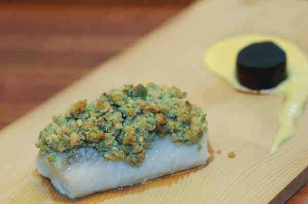 Wasabi paneringen har en smuk grøn farve samt en sprød og stærk smag, der minder en del om den danske peberod. Faktisk er wasabi og peberrod to nært beslægtede rodfrugter.