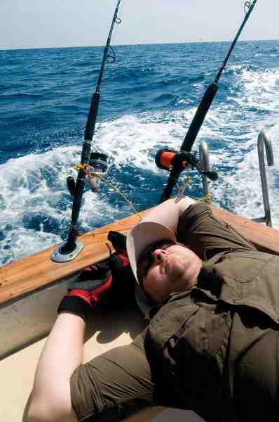 Det er første fiskedag og Drømmerejsevinderen Jesper Larsen popper igennem alt hvad han orker. Alligevel er der lige overskud til at nyde Andamanernes spektakulære omgivelser. Krystalklart vand, koralrev, jungle, regnskov, sandstrande, klippekyster og høj sol. Det er noget der luner på en januardag...