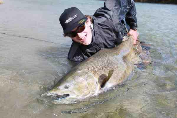 Hunnerne er mere lyse end hannerne, men det gør dem ikke mindre imponerende. Her en fisk på 125 cm+.