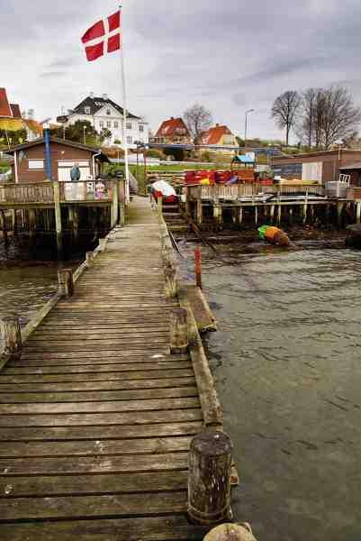 Helsingør Bådudlejning der ligger lige syd for Helsingør, har 20 udlejningsbåde med og uden motor. Her kan du også købe orm og tobiser.