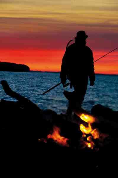 Når mørket sænker sig, stilner hornfiskhuggene af – men der er stadig gode chancer for en flot havørred