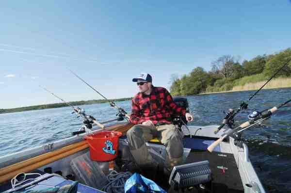 At dørge fra plads til plads med et par woblere bag båden er en afslappende men effektiv måde at lede efter gedderne på.