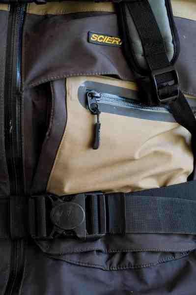 Et ordentligt hoftebærebælte, som dette på Exped Torrent er aflastende for skuldrene, når der er godt med vægt i sækken.