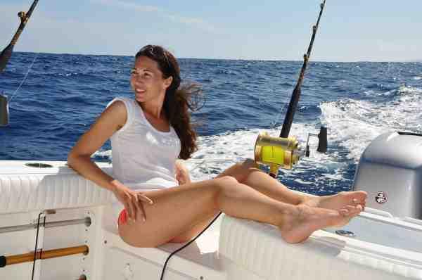 Peters kæreste, Anna Mia, er også en dygtig fisker, der nyder at være med på havet.