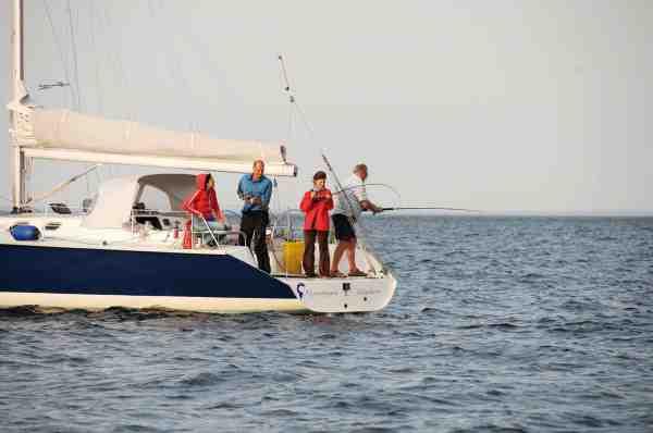 Der er mange sejlere der ikke er hardcore lystfiskere, men som nyder at tage sejlet ned og dyrke lidt drivfiskeri efter fx torsk. Henrik Scholdan har fisket rigtigt meget fra sejlbåde, både i Danmark såvel som i udlandet.
