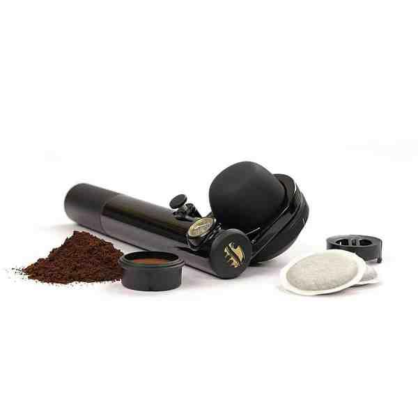 Handpresso Wild er den vildeste vildmarks kaffemaskine der findes. Den hverken vejer eller fylder men laver espresso kaffe på fisketuren der kan hamle op med storbyens smarteste kaffebarer.