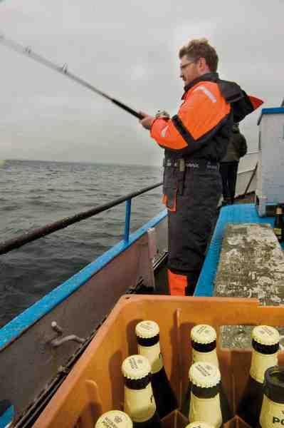 Porter og glade turbådsdage på havet hænger godt sammen, men det er først når kulden for alvor begynder at bide, at den mørke øl smager bedst, fortæller skibets bedstemand Ole Olsen.
