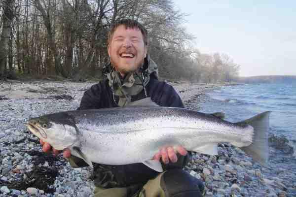 Ren fiskelykke. Stefan Jensen fik dette pragteksemplar af en falsterørred ved Tunderup en aften med pålandsvind. Fisken målte 70 centimeter, vejede 4,7 kilo og huggede på Sømmet. Imponerende