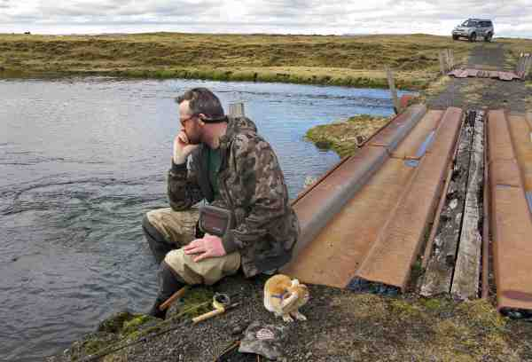 Skuffet efter at have mistet en 5 + kilos bækker på Minnivallalækur. Men der skal lidt held til at lande så store fisk på klasse fem grej i strømvand.