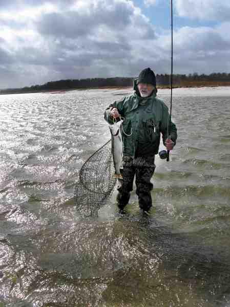 Leen Huisman og et lille gæng af hollandske fluefiskere er flittige brugere af splitcane på den danske kyst.