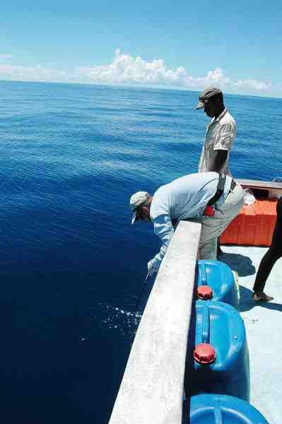 I en kaotisk tunfight på let grej må man være klar til akrobatik, når fisken som et lyn går under båden.