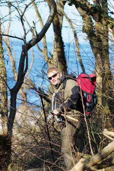 Morthen Vihlmann designer til daglig Geoff Andersson tøjet, som han selv er med til at teste under sine mange kystture.