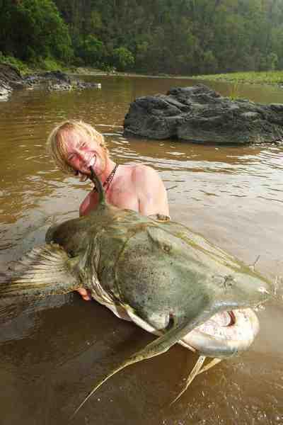Goonch er navnet på denne malle, som er blevet kendt for at dræbe mennesker efter, at den er begyndt at spise lig i de indiske floder. Fisken på 75 kilo som er afbilledet her, gav også Jakub en All Tackle verdensrekord.