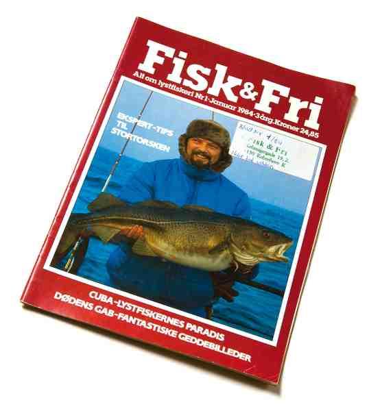 Til næste år er det Allan Riboes tur til at holde 30 års jubilæum som indehaver af Hvidovre Sport. Lige siden firserne har han været på forkant med fiskeriet, og her har du ham på forsiden af Fisk & Fri nr. 1-1984.