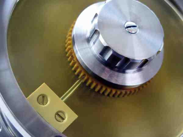 En detalje fra Amber laksehjulet der viser bremsen og klik-systemet