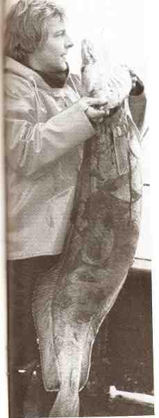 Jan Kristoffersen har siden firserne været en af pionererne i danske lystfiskeri – og var blandt andet en af de første danskere, der tog til Norge for at udleve de vildeste havfiskedrømme. Her er han med en fantastisk lange på 18,5 kilo.