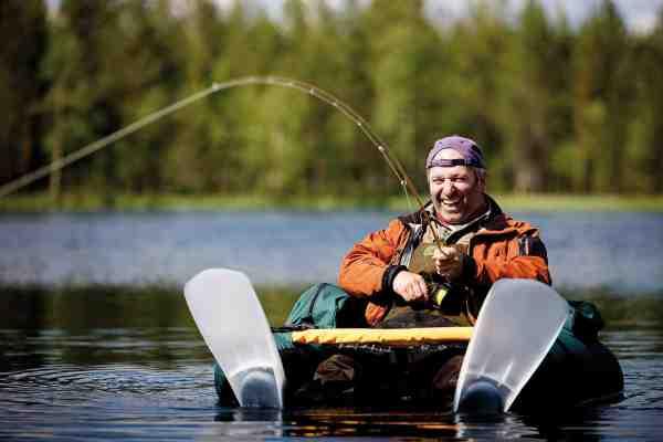 Når fiskene er uden for kasteafstand, fortryder man ikke, at man har slæbt flyderingene med.