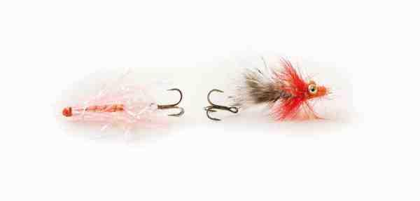 Traditionel montering af rørflue til venstre. Til højre ses L-rigget, der øger chancen for et dybere kroghold, hvilket nedsætter risikoen for at miste store fisk under stort pres.