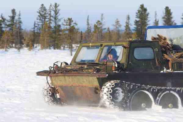Når man skal frem i de aller nordligeste områder af Sibirien er et bæltekøretøj som dette nogle gange den eneste mulighed for at komme frem.
