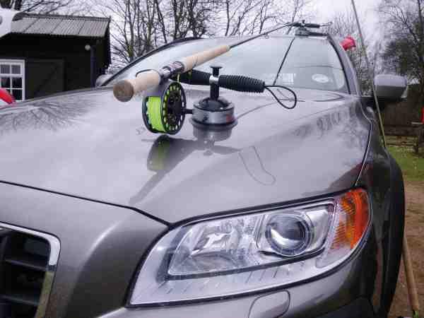 Stangholdere til bilen er også uundværlige ved Dee, når man pendler mellem beatne.