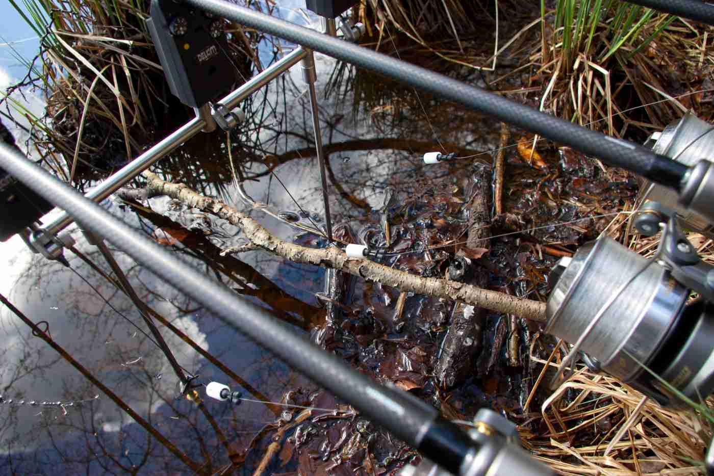 Slæklinetaktikken kan være afgørende for success i hårdt pressede vande, hvor fiskene har set det meste, og hvor liner, der skærer sig gennem vandet som en udspændt buestreng, er skræmmende kost for fiskene.