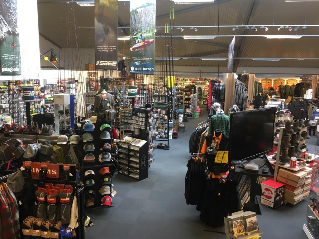 Butikken på Vandværksværkvej er et Eldorado for lystfiskere, jægere og friluftsfolk.