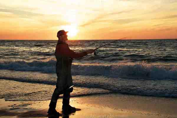 Kombinationen af slagline og tynd hovedline giver længere kast. Nylonslagline giver lidt længere kast fordi elasticiteten øger accelerationen, og den elastiske slagline kan også være en fordel, når fisken rusker med hovedet på kort line. Knuden fra nylonslaglinen larmer dog en del, når den kører gennem øjerne. Her er en slagline af fletline mere lydløs og behagelig at fiske med.